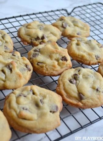 Cookies-Cooling-on-Rack