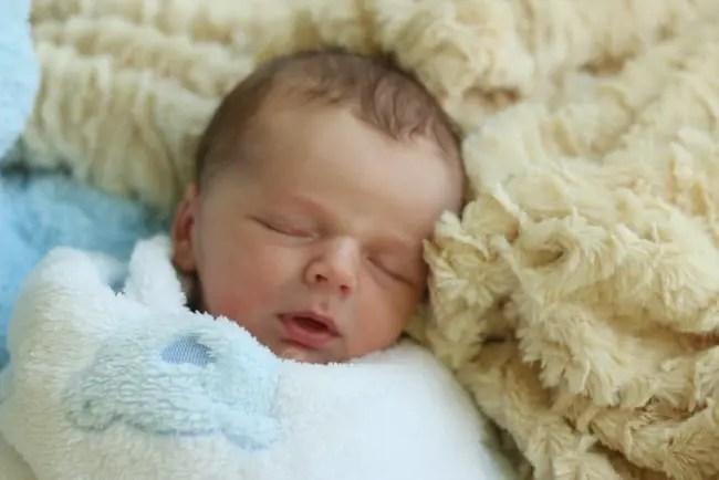sleeping-baby-harry-jr-newborn
