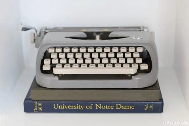 typewriter-books-yearbook-built-in