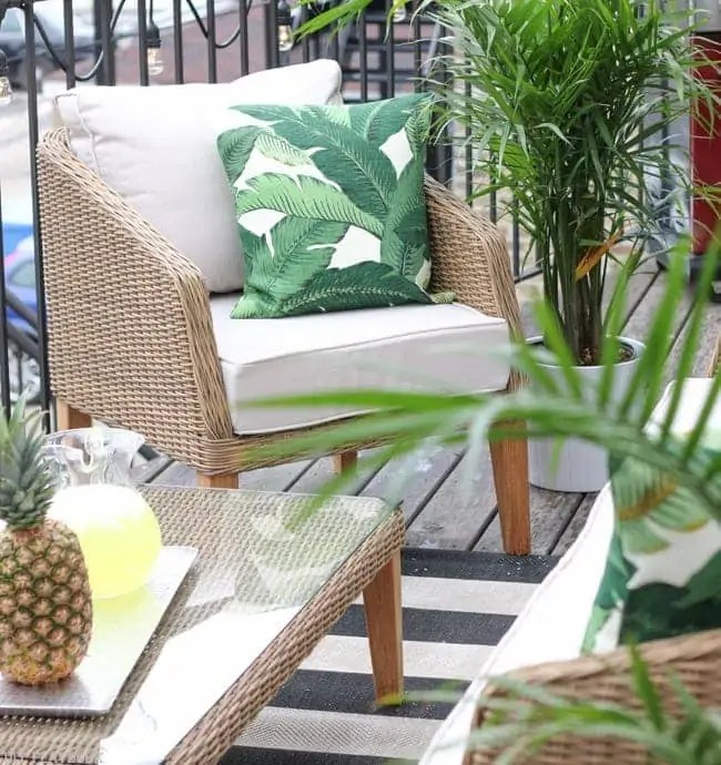 patio_balcony_outdoor_furniture_flowers-4