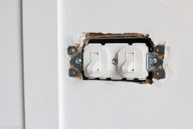 changing_electrical_light_switch-14