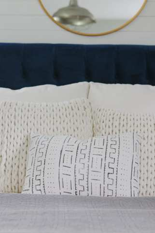 danielle-oakey-pillows-bedroom