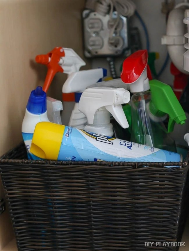 disorganized-cleaning-supplies