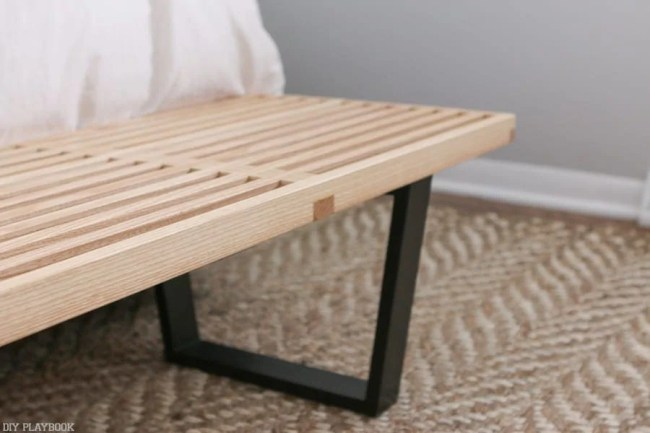 nautral-wood-mcm-bench-in-bedroom