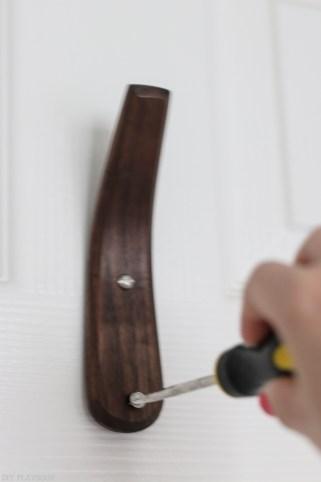 hook-on-door-screwdrvier