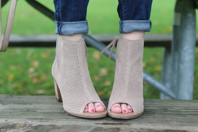 maison-jules-bridget-fall-sweater-toms-booties-5