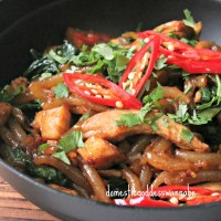 easy stir-fried bee tai mak (老鼠粉) with chicken and oyster mushrooms
