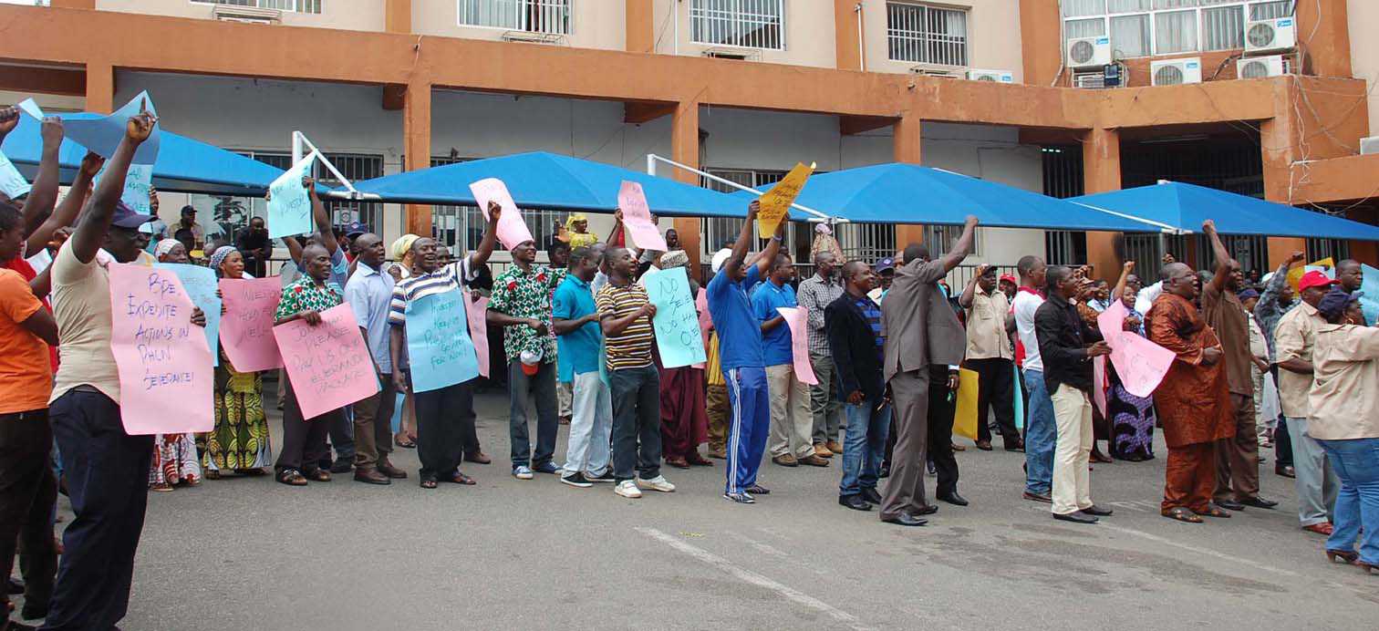 PIC.11.-PHCN-WORKERS-PROTEST-IN-ABUJA