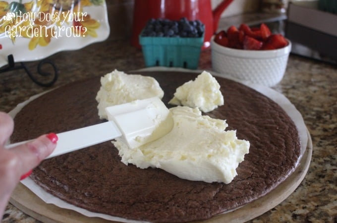 Cream Cheese Frosting for Star-Spangled Brownie Pizza