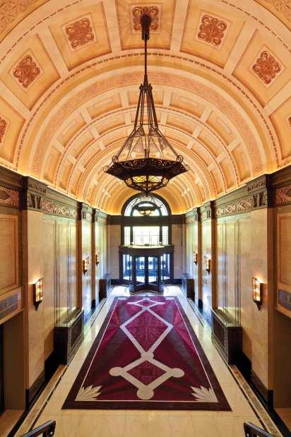The-Fairmont-Peace-Hotel