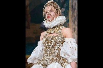 Alexander McQueen Fall-Winter 2013 women's wear collection