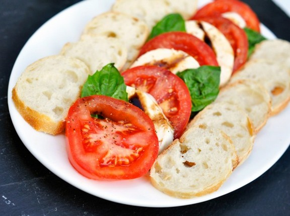 Easy Five-Ingredient Caprese Salad recipe