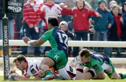 Bowe goes over for Ulster against Connacht