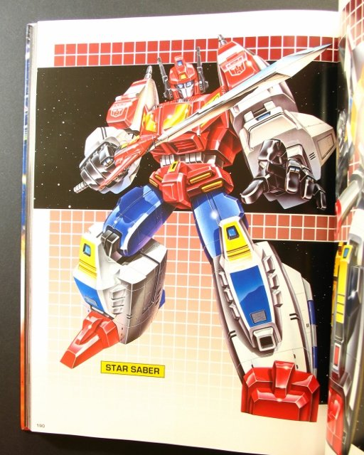 Livres Transformers — Vous Êtes le Héros, The Ark Vol 1-2 (Dessins), Vault (Archives d'Hasbro), Legacy (Arts d'Emballages), Guide (Jouets), etc - Page 2 Transformers-package-art-book-16