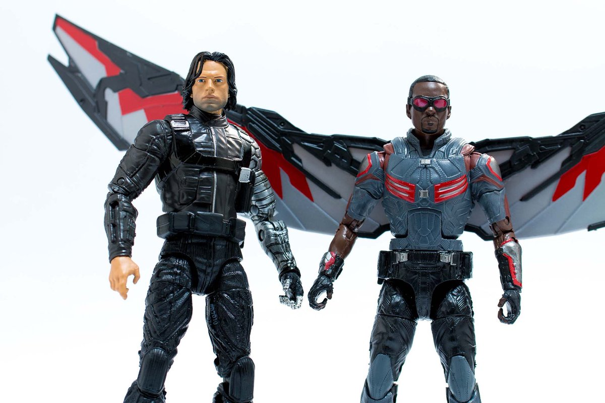 http://i1.wp.com/thefwoosh.com/wp-content/uploads/2016/06/Marvel-Legends-Captain-America-Civil-War-Falcon-Winter-Soldier-6-inch-Walmart-In-Hand-2.jpg
