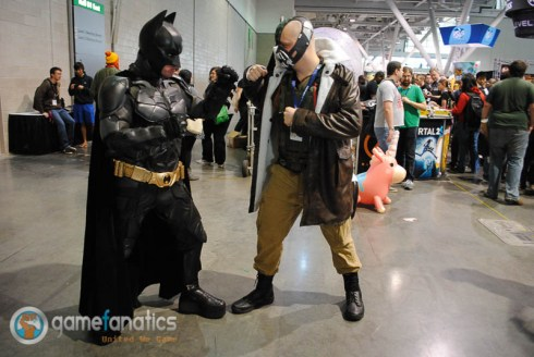 PAX East 2014 Batman VS Bane Cosplay 2 700x469 PAX East 2014 | Game Fanatics PAX East Cosplay Roundup