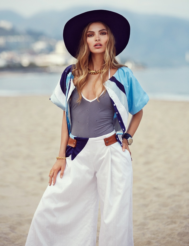 The_Garage_Starlets_Vogue_Mexico_June_2015_Carola_Remer_Beach_Editorial_01