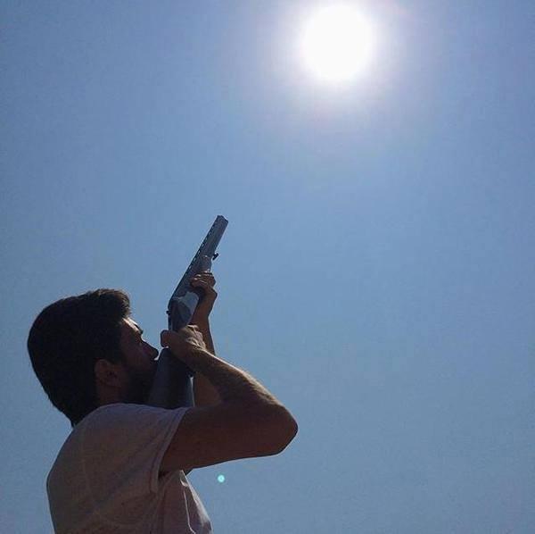 adana güneşe ateş eden adam