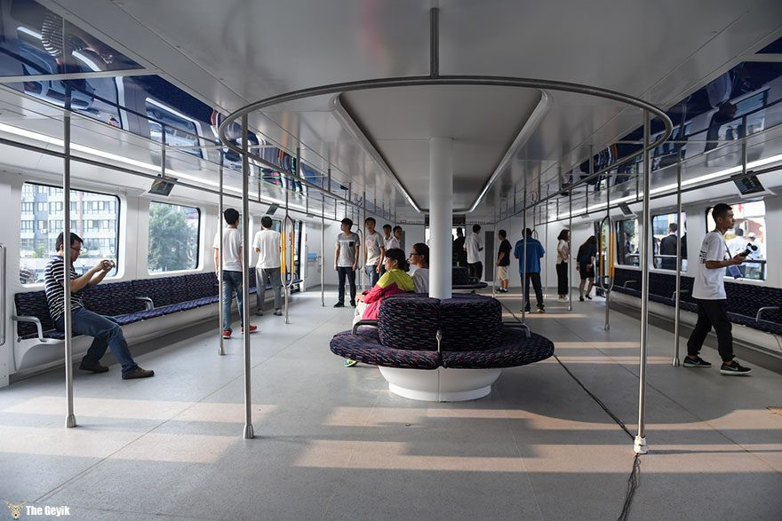 qinhuangdao-cin-yol ustunden giden tramvay 3