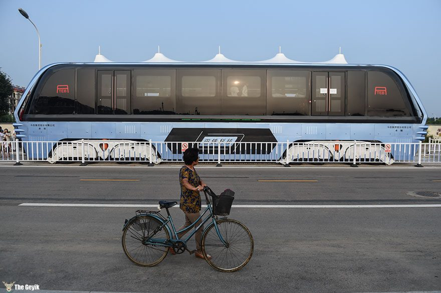 qinhuangdao-cin-yol ustunden giden tramvay 5