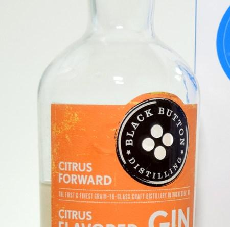 Ginebra Clasificación: Black Button Citrus Forward Gin