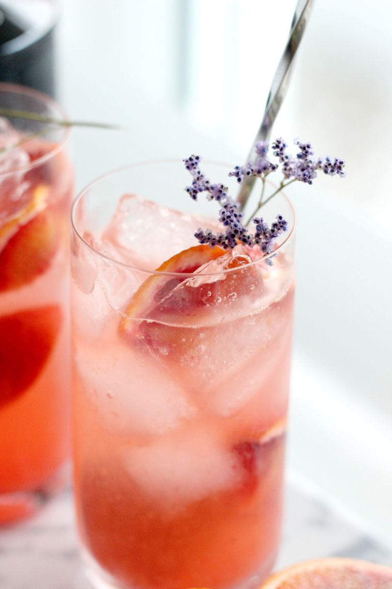 Cocktail Rezept Valentinstag Gin Fizz mit Fentimans Rose Lemonade_ (8)