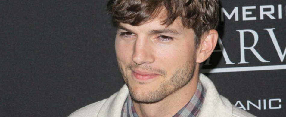 Ashton Kutcher tweets Mila Kunis kissing photo