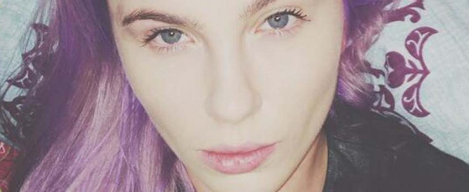 Ireland Baldwin has purple hair now.