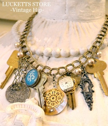 Keys and a few other knick-knacks make for a pretty cool necklace.