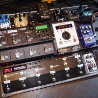 @JoeJacksonMusic guitar player @TeddyKumpel pedalboard demo