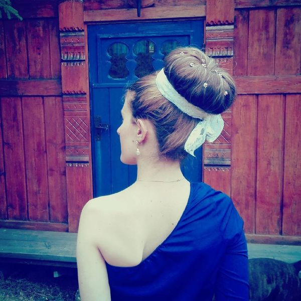 Classic full bun with lacy strip