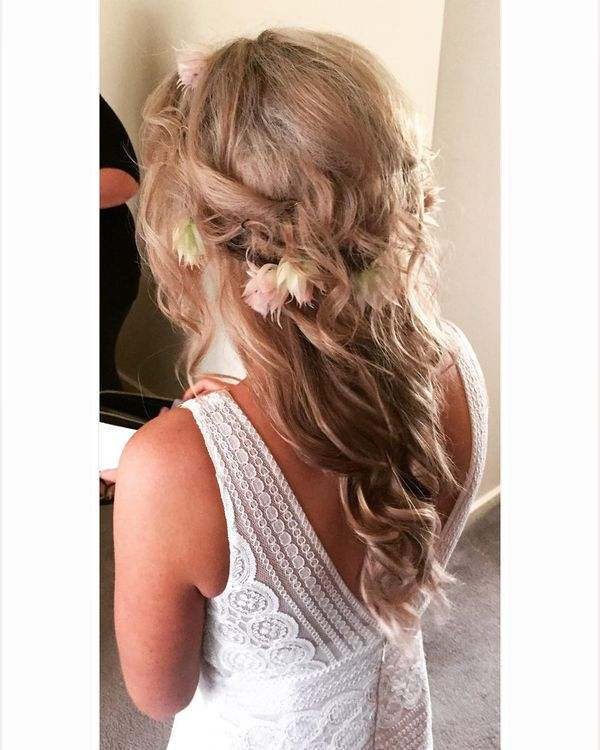 Messy top and smooth curls