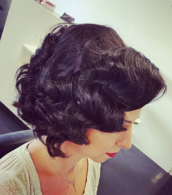 Retro Wavy Hairdo for Ladies1