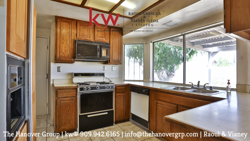 2175_N_Spruce_Avenue_Rialto_FOR_SALE_Raoul_and_Vianey_info@thehanovergrp (11)