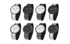 Hay varios diseños, todos en blanco y negro.
