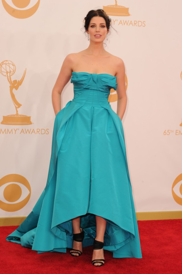 The He Said She Said Experience- Fashion Desk- 2013 Emmys- Jessica Pare in Oscar de la Renta
