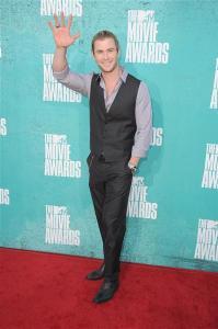 chris hemsworth 2012 mtv movie awards