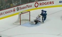 Henrik Sedin scores on shot he should have missed