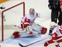 Jimmy Howard returns as the Sharks look to end the winning ways in Hockeytown (Icon SMI)