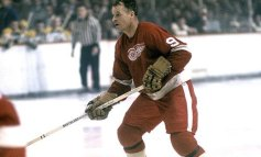 50 Years Ago in Hockey: Red Wings Embarrass Black Hawks