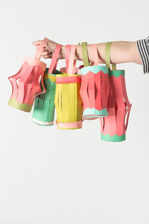 Easiest hanging paper lantern tutorial in the world the for Paper lantern tutorial