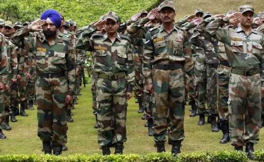 """Indian army soldiers salute at a war memorial during """"Vijay Diwas"""" (or victory day celebration) in a military garrison in Srinagar July 26, 2012. The Indian army commemorates """"Vijay Diwas"""" annually in memory of more than 500 soldiers who were killed thirteen years ago during a war with Pakistan. The war took place in the mountains of the Kargil and Drass sectors, at the Line of Control or a military ceasefire line, which divided Kashmir between the two south Asian rivals. REUTERS/Fayaz Kabli (INDIAN-ADMINISTERED KASHMIR - Tags: ANNIVERSARY MILITARY POLITICS)"""