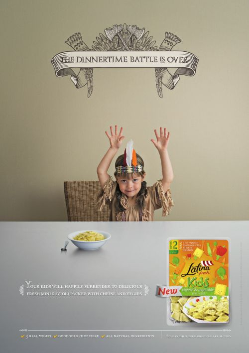 Child playing Indian in Latina print advertisement