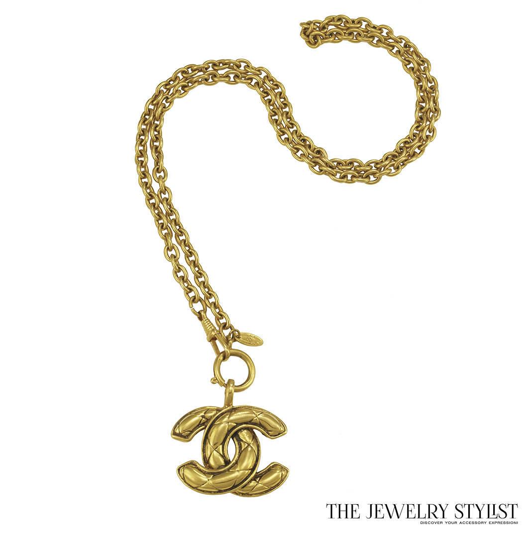 8e0c4003b3e4 Description. Vintage Chanel Big CC Logo Quilted Pendant Necklace