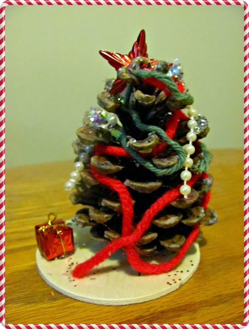 http://thekoalamom.com/2012/12/christmas-tree-traditions.html