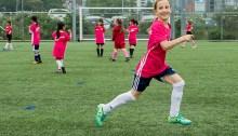 Le 23 mai en avant-goût de la coupe du monde de football féminin, l'association BC Soccer organisait à Vancouver le festival Live Your Goals (Atteins tes objectifs) pour inspirer les jeunes joueuses de la province. | Photo par Bob Frid, BC Soccer Association