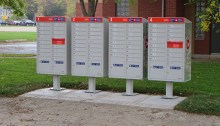 L'arrivée des boîtes postales communautaires.   Photo par William Mewes