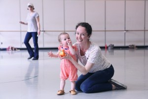 Sarah Ricard Orza with daughter Lola ©Lindsay Thomas, Pacific Northwest Ballet