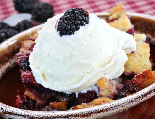 Deliscious Blackberry Cobbler
