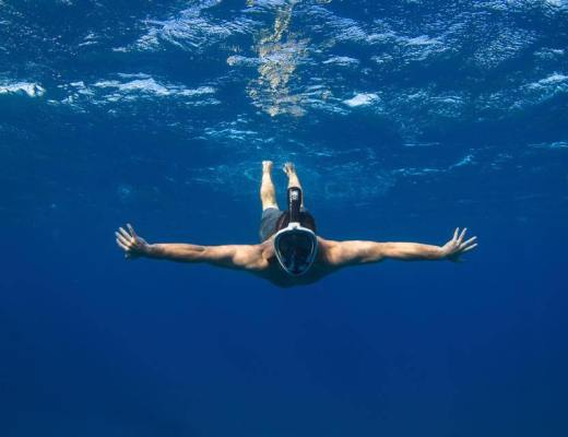 Man diving with the H20 Ninja Mask